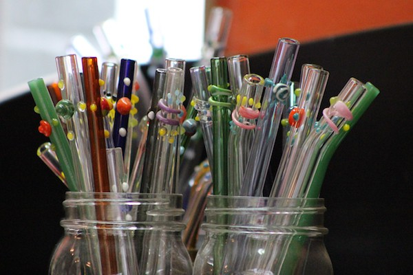 displaying storing glass straws